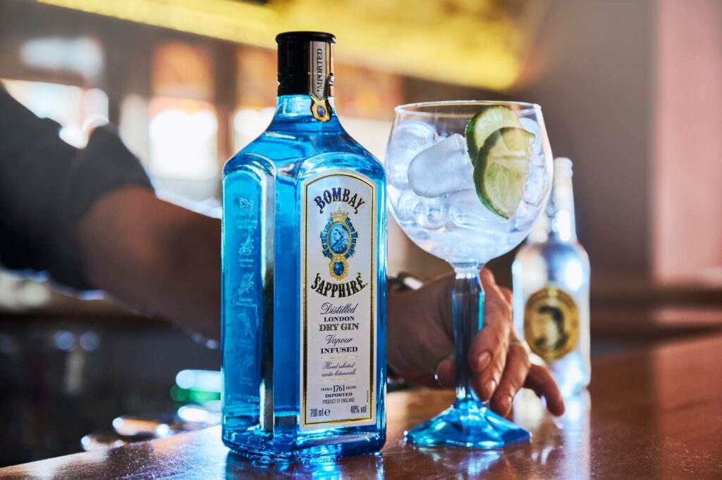 Bombay Sapphire Gin Tonic in der Largo Bar in Neusiedl am See